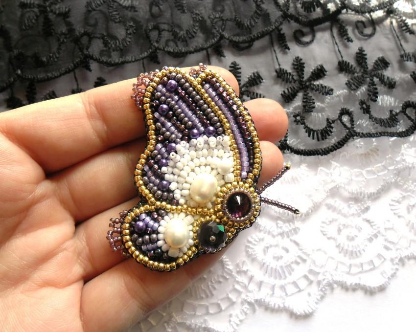 Brosh-iz-bisera-svoimi-rukami-30 Брошь из бисера своими руками: схемы плетения и советы начинающим по созданию украшения (130 фото)