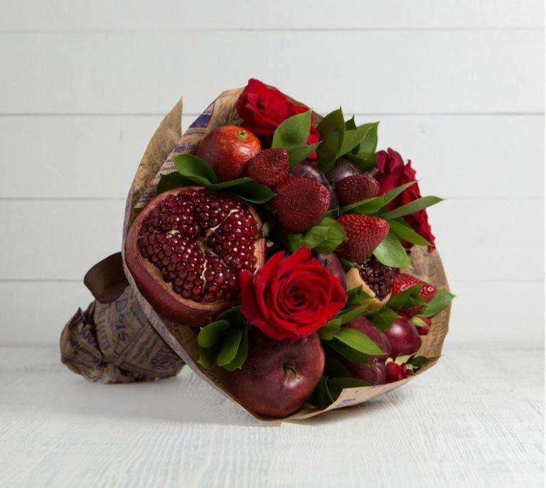 Букеты из 13 цветов и фруктов своими руками, букет роз стоит